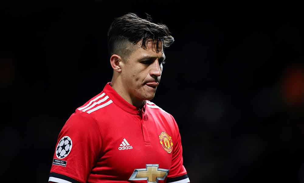 Sanchez boards plane to complete Manchester United move